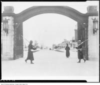 Historic photo from 1914 - Dufferin Memorial Gate under guard during World War 1 ( WWI ) in CNE