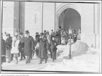 Historic photo from 1922 - People leaving Sir John Craig Eatons funeral - Timothy Eaton Memorial Church in Forest Hill