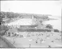 Historic photo from 1940 - Sunnyside swimming pool and beach in Sunnyside Park