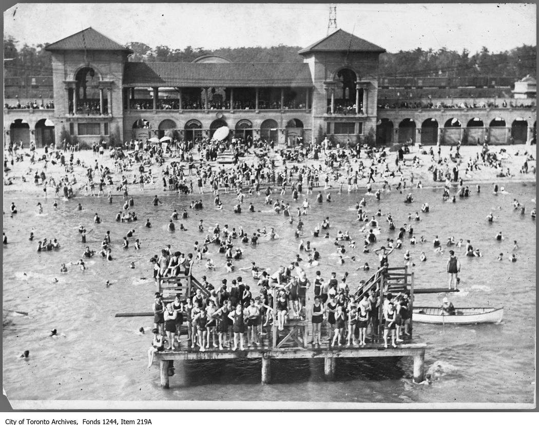 1920s aerial photograph of bathers at Sunnyside Bathing Pavilion, Toronto.