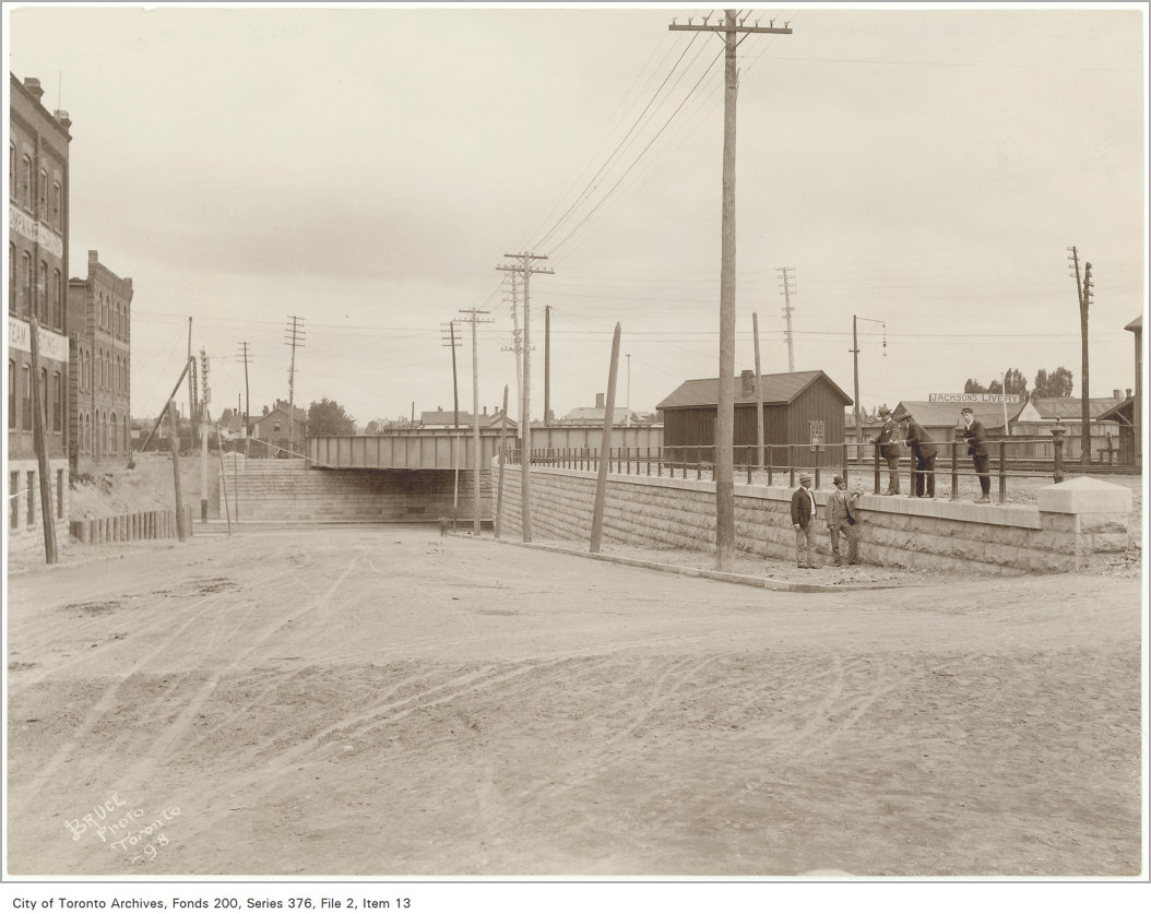 Dufferin looking north to Queen Street, 1898